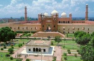 A_Masjid_in_Lahore_Pakistan1مسجد في لاهور